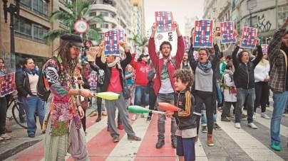 Manifestantes que ocupam Secretaria  de Cultura fazem ato na Galeria Olido
