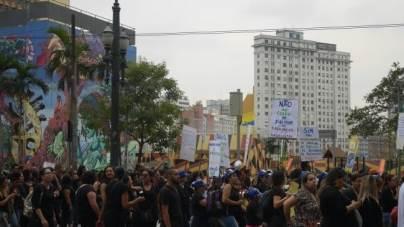 Grupo protesta contra as mudanças  no atendimento de assistência social