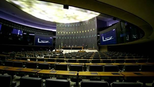 Sem quorum, Câmara adia leitura de denúncia contra Temer