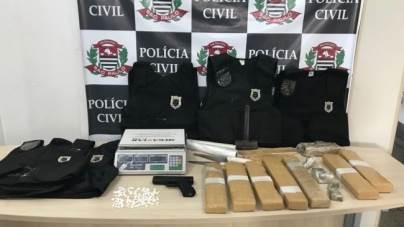 Polícia Civil prende eletricista com 124 porções de drogas e coletes balísticos