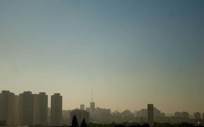 Operação contra fumaça de caminhões multa 731 veículos em São Paulo