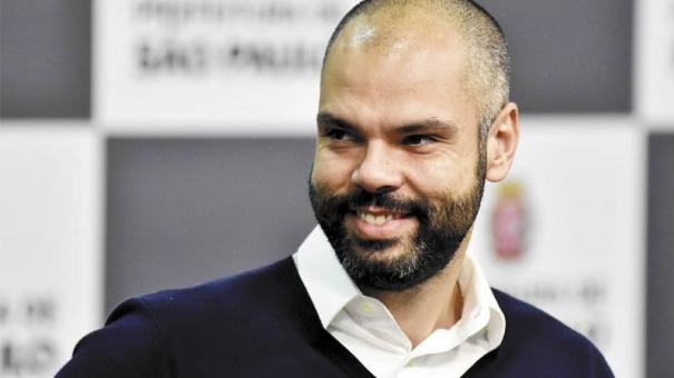 Negociando renovação, Bruno Covas faz reunião com chefão da Fórmula 1
