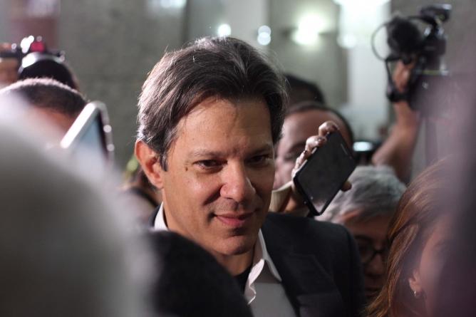 Haddad usa gestão de Marta Suplicy para pedir votos na periferia de São Paulo