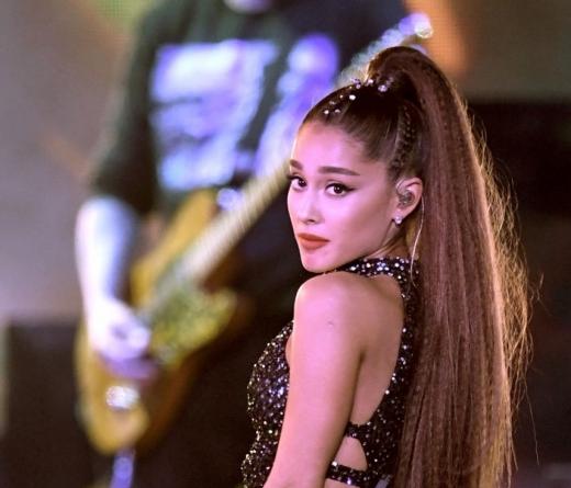 Ariana Grande termina noivado  com Pete Davidson, afirma site