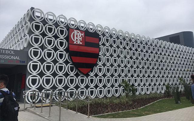 Corpos de mais 3 vítimas do incêndio no CT do Flamengo são enterradas