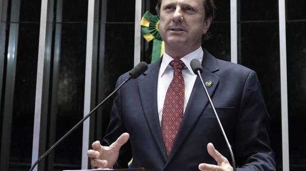 Justiça autoriza férias no Caribe para senador em prisão domiciliar