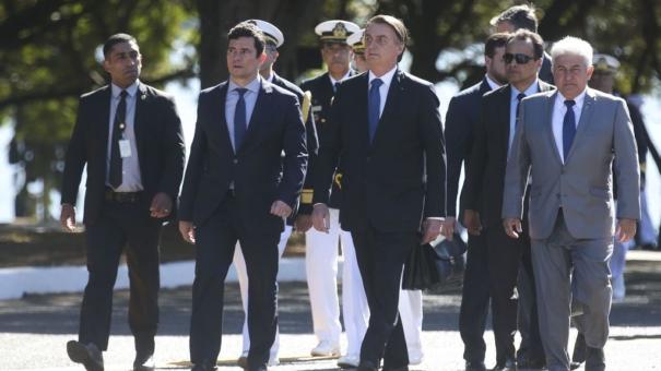 Bolsonaro mantém Moro na fila do STF