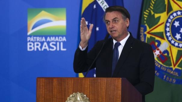 Por determinação judicial, Bolsonaro pede desculpas a Maria do Rosário no Twitter