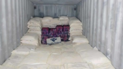 Receita pega 272 quilos de cocaína no piso de contêiner no Porto de Santos
