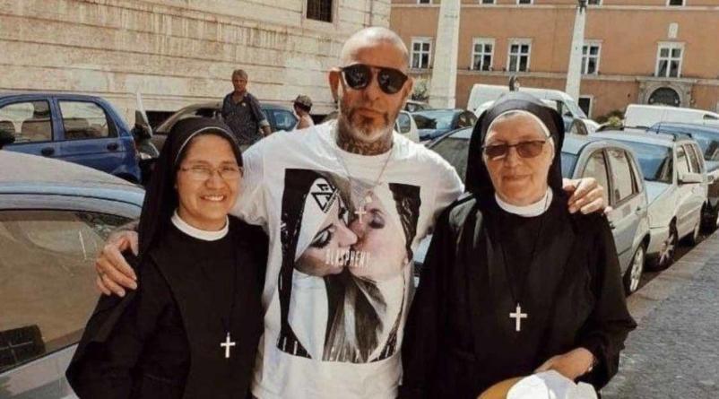 Henrique Fogaça pede desculpas após polêmica com freiras