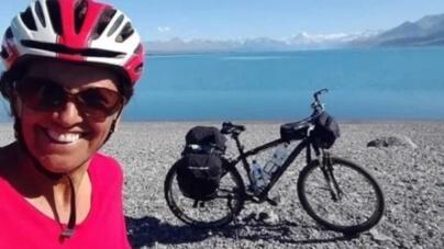 Com 61 anos, mulher já rodou mais de 20 mil km de bicicleta pelo mundo