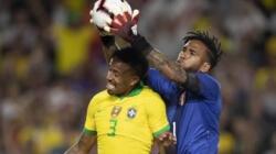 Com Neymar, Brasil joga mal, perde chances e é derrotado pelo Peru