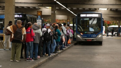 Ônibus começam a aceitar cartão de crédito e débito em SP